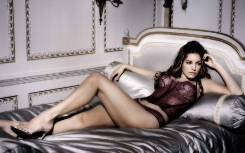 24-kelly-brook-piranha-3d-560x350