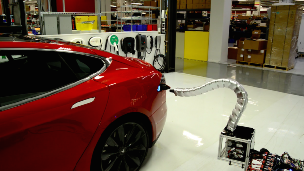 "Tesla's disturbing new ""snake"" charger can plug itself into cars, human assistance not required"