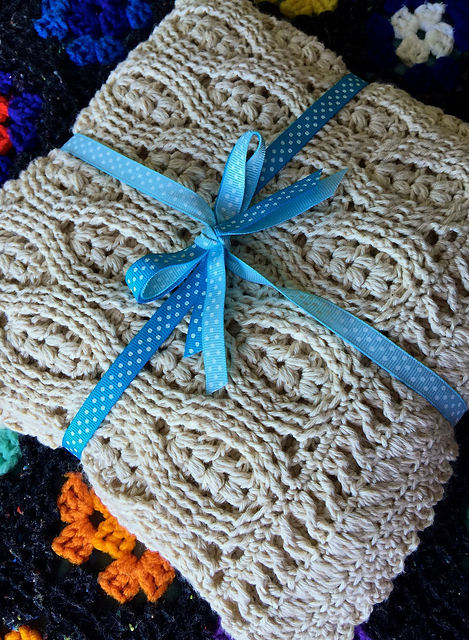 Wheat Stitch Crochet Baby Blanket - Free Pattern & Tutorial @ 10GoneViral.com