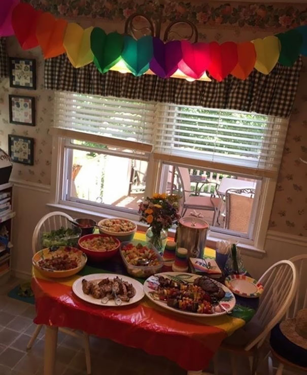 daughter-comes-out-parents-throw-pride-party-kinsey-6