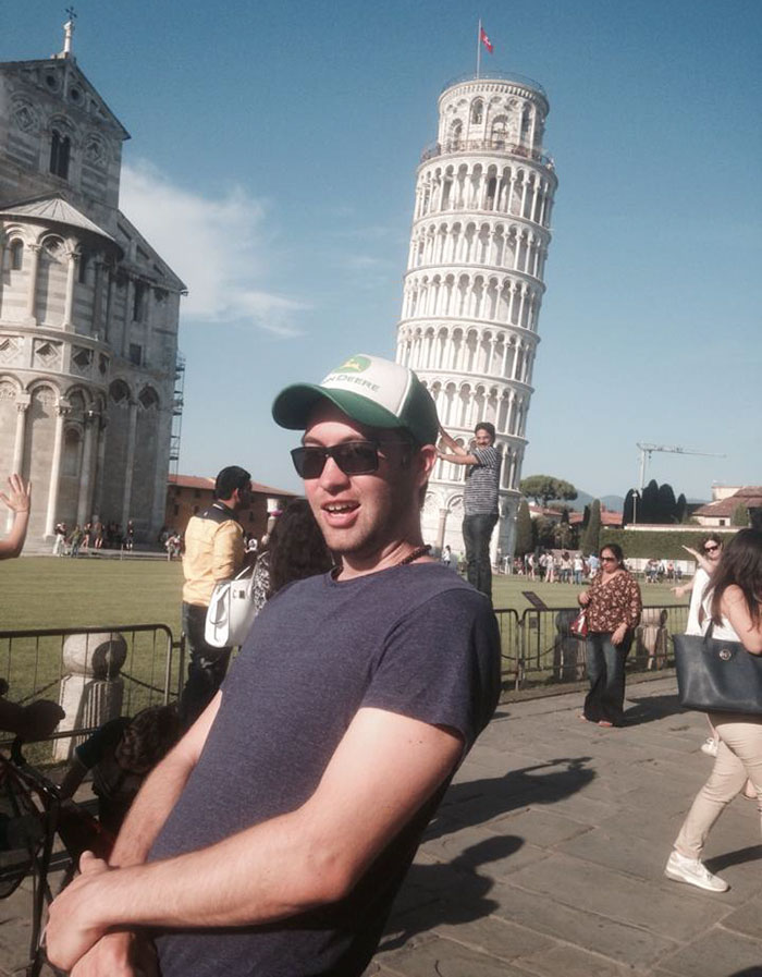 funny-tourists-leaning-tower-of-pisa-3