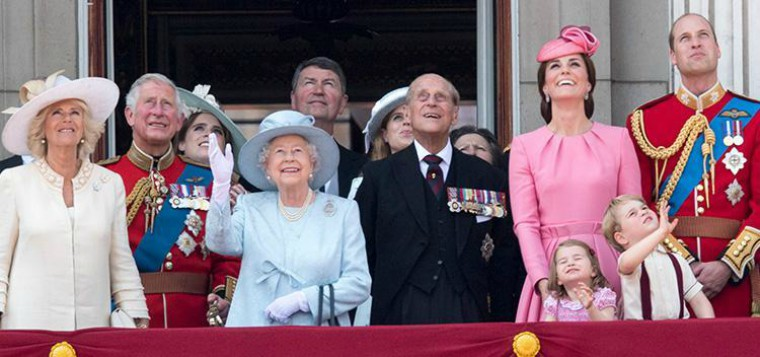 12 Puzzling Fashion Rules The Royal Family Must Abide By ...
